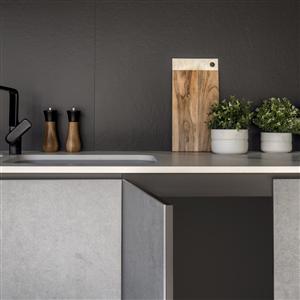Dekton är ett material baserat på mineraler som kan användas för ytbeklädnad på möbler, dörrar, köksinredning eller som väggpaneler, bänkskivor m m. Dekton lanseras nu i en tunnare variant, Slim, med en tjocklek på endast 4 mm. Det tunnare och lättare utförandet är enkelt att montera och skapar nya möjligheter för arkitekter och designers.