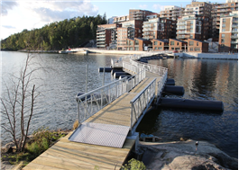 Bågformad pontonbro