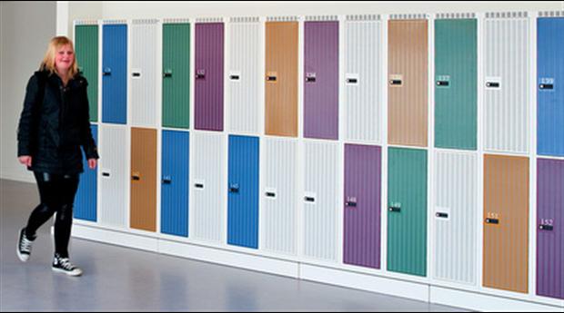 Korridorskåp med ljudabsorberande funktion