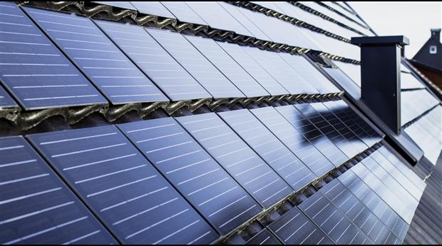 Takpanna med integrerade solceller