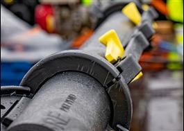 Delbara kabelskyddsrör med snäppkoppling