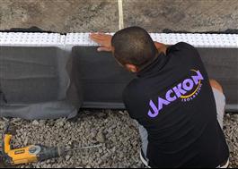 Jackon Thermodrän montering mot källarvägg