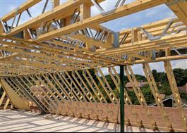 Hybridlösning av trä och stål för minimerad materialanvändning