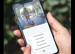 Aktivera ett förinspelat röstmeddelande som spelas upp för besökaren