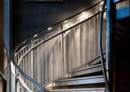 LED-belysning i handledare är både dekorativ och ökar säkerheten