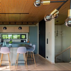 Efter en ökad efterfrågan på akustikpaneler även från privatpersoner har Gustafs Scandinavia utökat sitt produktsortiment med Lamellow, en ny akustikpanel som är speciellt avsedd för hem- och kontorsmiljöer.