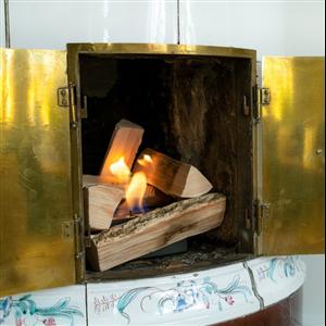 Refire är en ny bioetanolbrännare som gör det enkelt att konvertera en vanlig, icke fungerande, vedeldad kakelugn, öppen spis eller liknande till bioetanoldrift. Brännaren levereras i paket tillsammans med keramiska vedträn.