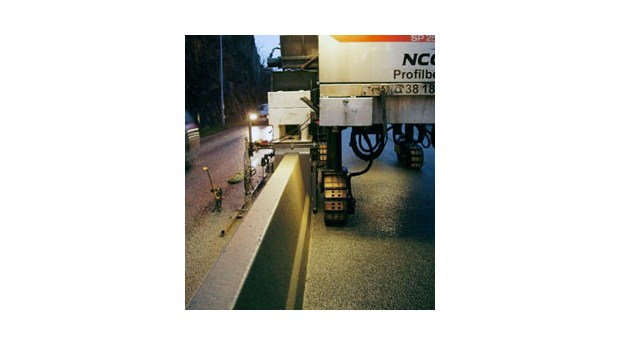 Glidformsgjutna mittbarriärer för vägar