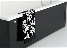 Lättstädat badkar i svart på vitt